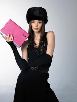Cadou: laptop Dell roz, cu cristale Swarovski